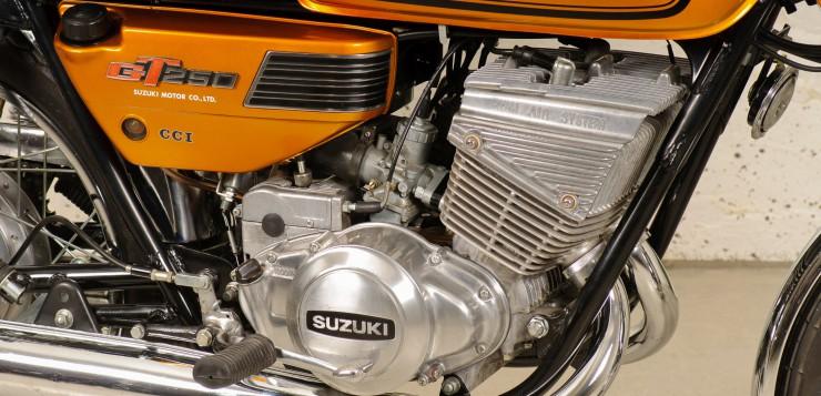 Suzuki GT 250