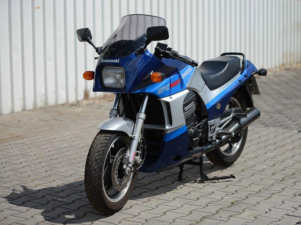 Kawasaki GPZ 900 R kaufen