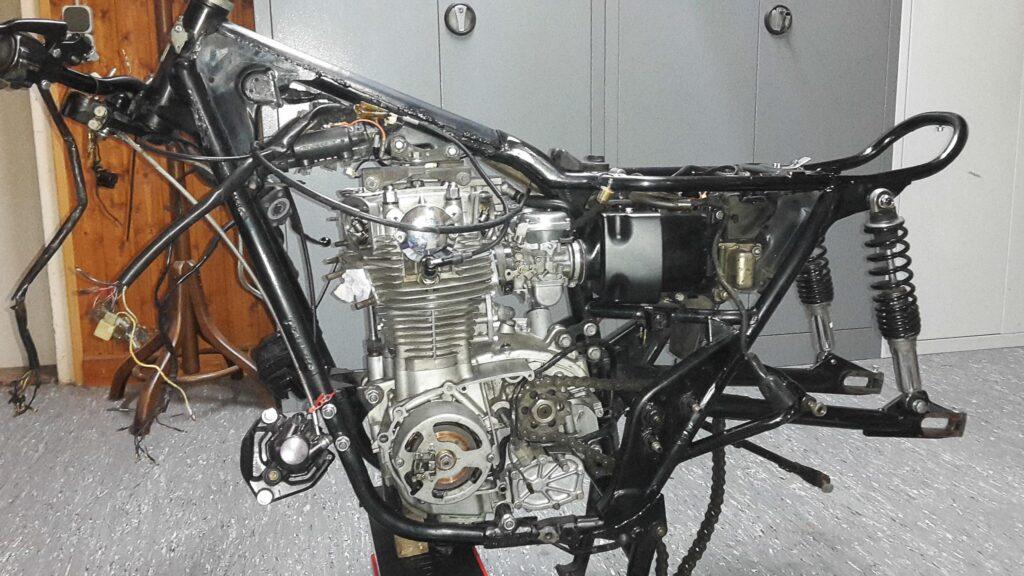 Die Yamaha XS650 von 1977 war zerlegt und bot einen erbärmlichen Anblick